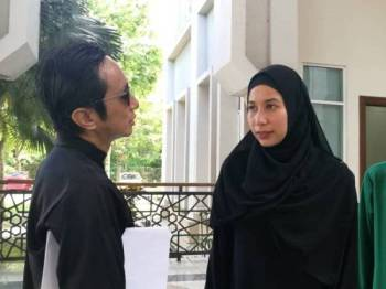 Radhi bertemu Nur Shahira selepas prosiding hari ini selesai.