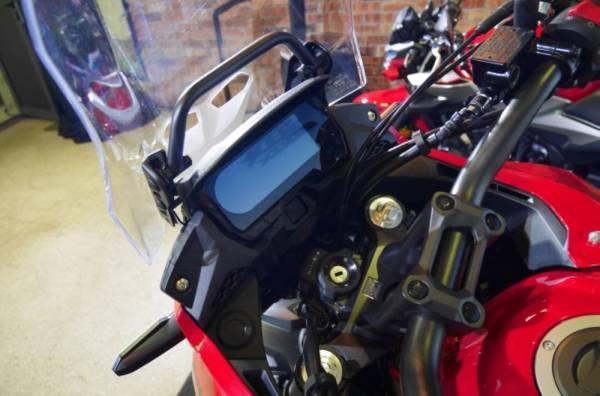 PAPARAN instrumen LCD baharu dengan paparan posisi gear dan anjakan naik (upshift).