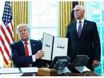 Trump menandatangani perintah eksekutif baharu yang mengenakan sekatan ke atas Iran kelmarin.