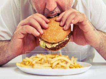 MENIKMATI makanan segera secara berlebihan boleh menjejaskan tahap kesuburan lelaki- Gambar hiasan