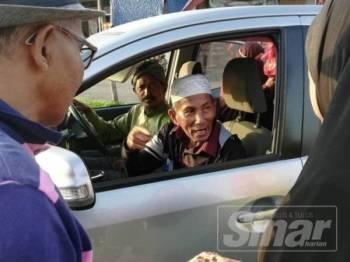 Abd Hamid dibawa pulang penduduk kampung sebaik dia ditemukan di pekan Juasseh.