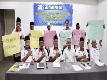 Persatuan Pesara-pesara Pegawai Bomba Dan Penyelamat Negeri Selangor mengadakan sidang media berkaitan inkues Muhammad Adib di sini hari ini. - FOTO ZAHID IZZANI