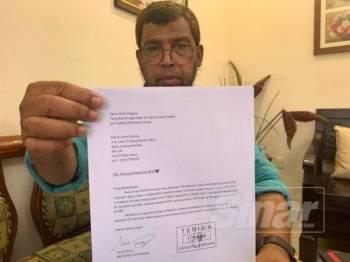 Md Ali menunjukkan salinan surat yang dihantar kepada KPN susulan kesediaan KPN memanggilnya untuk mendapatkan penjelasan berhubung kes penahanannya tanpa bicara bawah EO pada 1997.