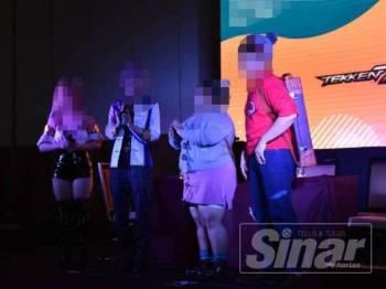 Imigresen Selangor menyerbu penganjuran program antarabangsa permainan kostum (Cosplay) di Seksyen 15, Shah Alam, semalam.