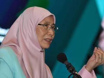 Wan Azizah menyampaikan ucapan pada Persidangan Perkhidmatan Awam 2019 hari ini. - Foto BERNAMA