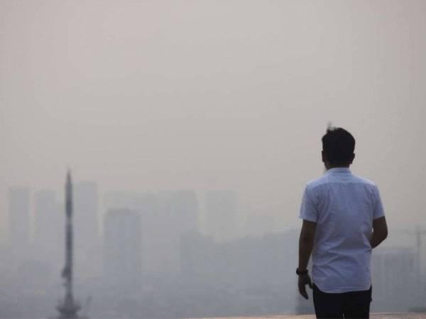 Jakarta diselubungi udara tercemar sejak beberapa bulan lalu yang mengandungi partikel merbahaya.