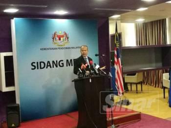 Mohd Gazali pada Sidang Media Khas Perkhidmatan Talian Internet Ke Sekolah di Kementerian Pendidikan Malaysia, Putrajaya hari ini.