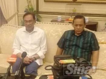 Anwar pada sidang media selepas mengadakan pertemuan bersama ketua-ketua dan timbalan cabang PKR Negeri Sembilan dan Melaka hari ini.