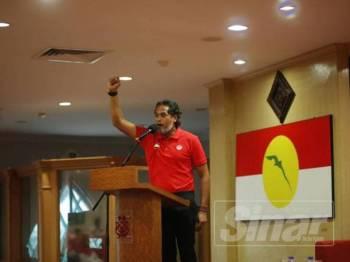 Khairy ketika berucap Mesyuarat Perwakilan Wanita, Pemuda dan Puteri UMNO Bahagian Ipoh Barat di Bangunan UMNO Perak hari ini.
