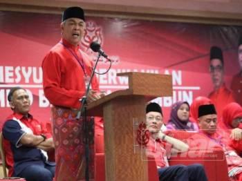 Ahmad Zahid ketika berucap merasmikan Mesyuarat Perwakilan UMNO Bahagian Tambun di Bangunan UMNO Perak hari ini.