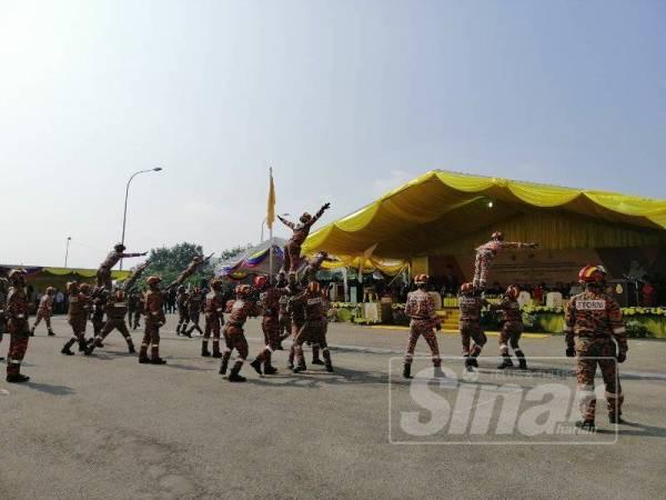 Majlis berkenaan turut diserikan dengan beberapa persembahan penuh bertenaga melibatkan Pasukan Khas Operasi, Taktikal dan Penyelamat Malaysia (STORM).