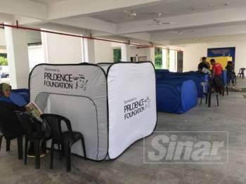 Pusat Perpindahan Sementara bagi mangsa-mangsa banjir di SK Belimbing Dalam, Durian Tunggal.