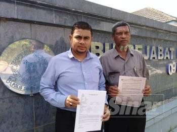 Khairul (kiri) menunjukkan laporan polis yang dibuat hari ini.