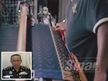 Bekas banduan yang memiliki kemahiran menenun meneruskan kerjaya itu selepas dibebaskan. (Gambar kecil, Mohd Yusoff)
