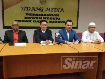 Cheok Keng (dua dari kanan) bersama-sama ahli jawatankuasa PAC ketika sidang media di Bangunan Perak Darul Ridzuan di sini hari ini.
