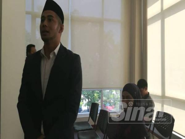 Fizo Omar dan Mawar Abdul Karim di Mahkamah Rendah Syariah Hulu Langat, dekat sini, sebentar tadi.