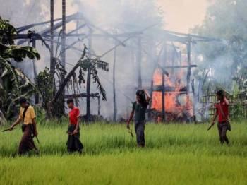 Konflik di Rakhine yang menyaksikan rumah penduduk dibakar telah menyebabkan ramai komuniti hilang tempat tinggal.