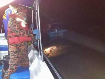 Bomba menemukan mayat wanita reput, kira-kira dua kilometer dari sebuah jeti pelancongan semalam.