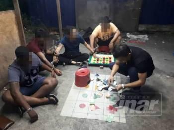 Antara yang ditahan dalam Ops Dadu di Meru, Klang, malam tadi, kerana dipercayai terlibat dalam permainan judi bola golek