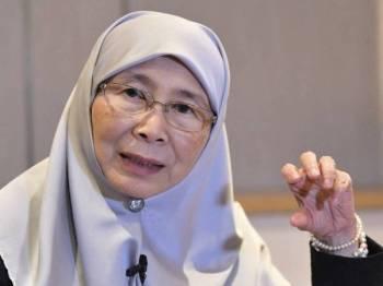 Datuk Seri Dr Wan Azizah Wan Ismail ketika sidang media bersama wartawan Malaysia hari ini, yang membuat liputan sempena lawatan rasmi beliau ke China selama empat hari. Foto: Bernama