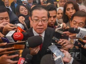 Menteri Kewangan, Lim Guan Eng bercakap pada media di Parlimen hari ini. Foto: SHARIFUDIN ABDUL RAHIM