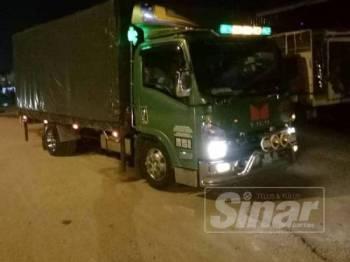 PGA berjaya memintas dan menahan sebuah lori berhampiran lampu isyarat Banggol Kulim.