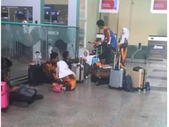 Antara pelajar MRSM Langkawi yang didakwa terkandas di Lapangan Terbang Antarabangsa Langkawi setelah diarah keluar orang juruterbang.