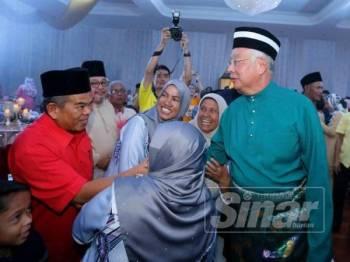 Najib dan Rosmah pada majlis persandingan anak perempuan Hamidah di Ipoh, hari ini.