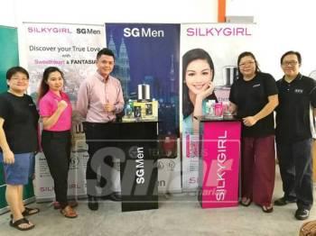 KEMPEN Sebarkan Harapan Aidilfitri bersama SilkyGirl dan SG Men dengan kerjasama Watsons turut mempromosikan edisi wangian terbaharu Silky Girl, Eternal Love.