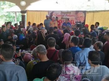 Najib ketika berucap pada program santai petang bersama Bossku di Kampung Sembilang, Juru petang tadi.