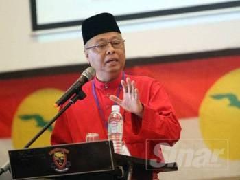 Ismail Sabri memberi ucapan ketika Persidangan Perwakilan UMNO Bahagian Lembah Pantai 2019 di PAUM Club House, Universiti Malaya, hari ini.  - FOTO ASRIL ASWANDI SHUKOR