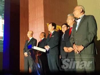 Baru Bian (tengah) merasmikan Persidangan Konsesi Lebuhraya 2019 di Hotel Lexis tadi.