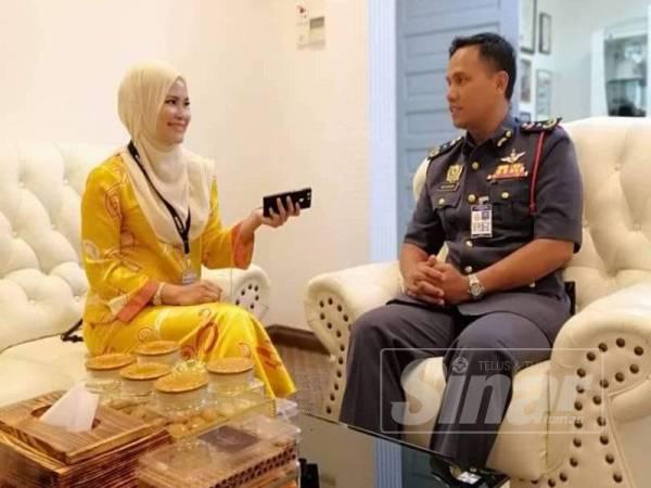 Nor Hisham (kanan) ketika ditemubual Sinar Harian di Ibu Pejabat JBPM Pahang