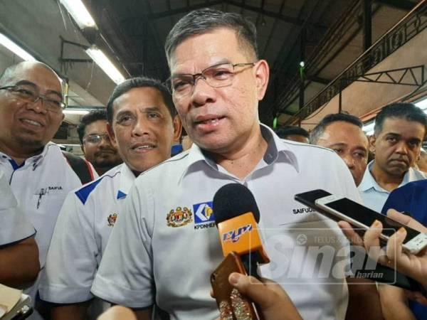 Setiausaha Agung PKR, Datuk Seri Saifuddin Nasution Ismail ketika bercakap kepada pemberita.