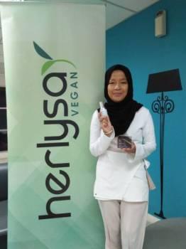 Nur Ainaa Herlysa mempunyai rancangan untuk mengeluarkan produk kosmetik pada masa akan datang.