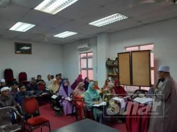 Sebahagian peserta mengikuti kursus yang dikendalikan penceramah, Shamsul Mohd Noor, baru-baru ini.