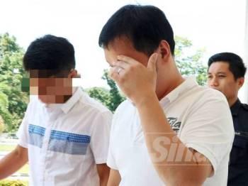 Kedua-dua tertuduh mengaku tidak bersalah ke atas pertuduhan mendatangkan kecederaan terhadap seorang remaja minggu lalu.