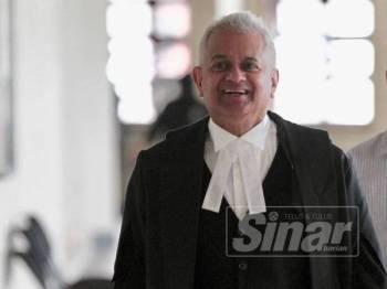 Tommy Thomas, Peguam Negara hadir ke Mahkamah Tinggi Kuala Lumpur. - Foto ZAHID IZZANI