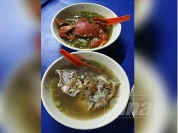 Sup kepala ikan dan sup ketam nipah menjadi menu utama yang menarik pelanggan.