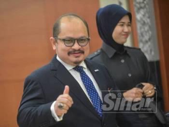 Shamsul Iskandar ketika ditemui pemberita di lobi Parlimen di sini hari ini. - Foto SHARIFUDIN ABDUL RAHIM