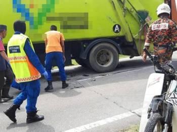 Keadaan motosikal mangsa yang terlibat kemalangan dengan sebuah lori pengangkut sampah.