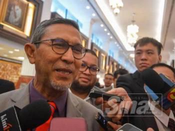 Ahli Parlimen Batu Pahat, Datuk Mohd Rashid Hasnon ketika ditemui pemberita di lobi Parlimen di sini hari ini. - Foto SHARIFUDIN ABDUL RAHIM