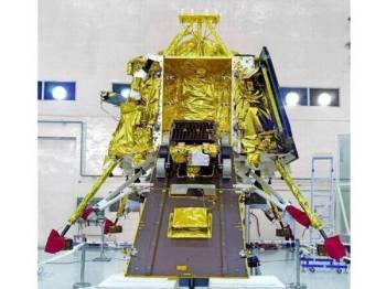 Misi itu akan membawa kenderaan perayau, Pragyan yang akan mengkaji komposisi permukaan bulan.