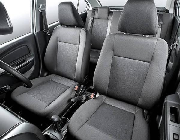 RUANG kerusi pemandu dan penumpang.