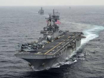 Trump mendakwa kapal perang AS, USS Boxer tembak jatuh dron Iran di Selat Hormuz.