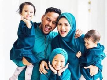 Yatt Hamzah bersama keluarganya.
