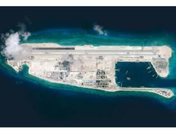 Tindakan China membina pulau buatan di Laut China Selatan membangkitkan kemarahan negara-negara yang membuat tuntutan bertindih di perairan strategik itu.