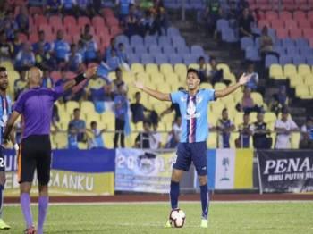 Elavarasan mengkritik mutu pengadilan dalam aksi terakhir Liga Premier membitkan PDRM dan Pulau Pinang. - Foto PDRM FA THE COPS