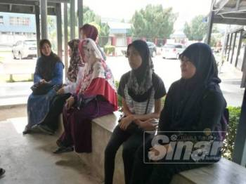 Syarifah Amidah (kanan) masih terkejut dengan kejadian yang berlaku terhadap kakak dan dua anak saudaranya.