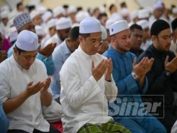 Azmin ditemui di Kediaman Menteri Besar Selangor di Seksyen 7 di sini malam ini. - FOTO SHARIFUDIN ABDUL RAHIM.